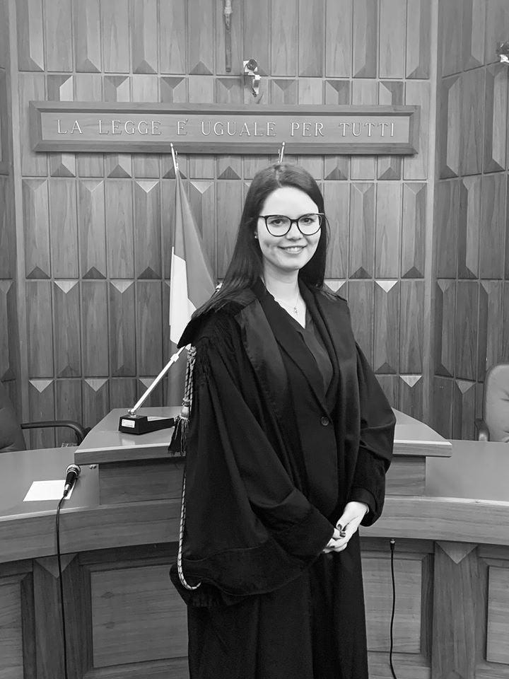 Avvocato Alessia Chiocchetti, opera in Val di Fiemme e Val di Fassa, nonché a Trento. Iscritta dal 2020 all'Albo degli Avvocati di Trento.