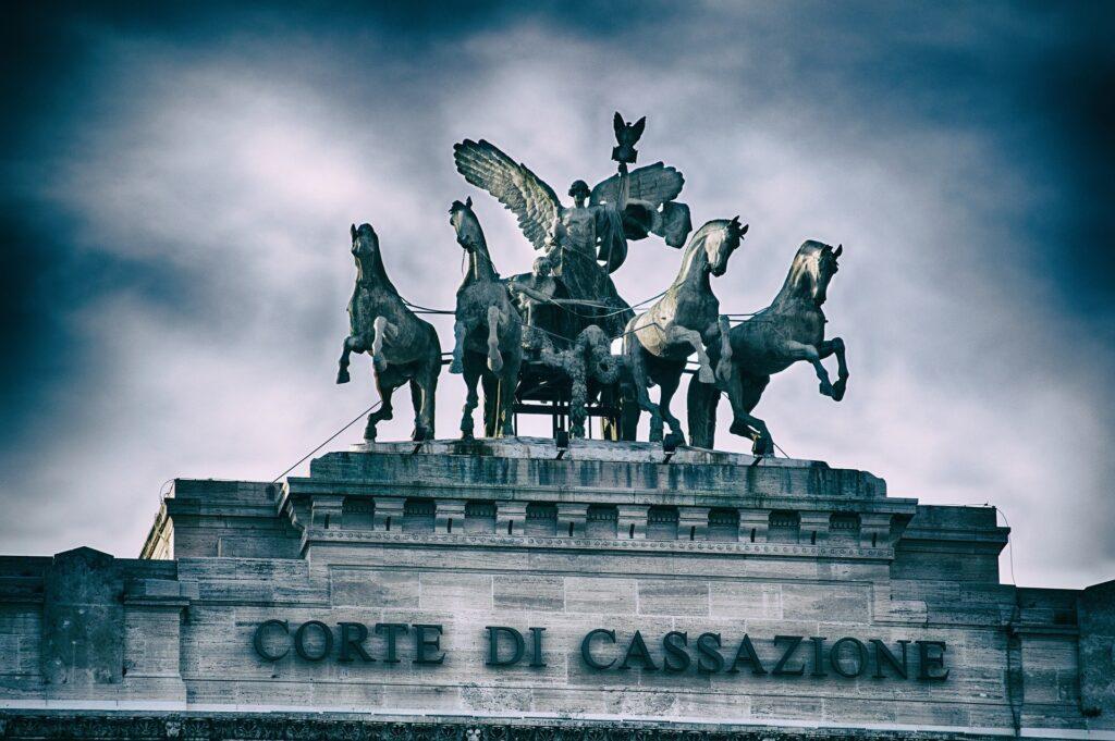 Il D.L. Cura Italia e la legge di conversione in vigore dal 30 aprile 2020 hanno apportato notevoli novità al sistema anche per quanto riguarda i procedimenti giudiziari instaurati innanzi alla Suprema Corte di Cassazione